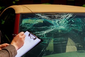 accident-voiture-parebrise-brisé